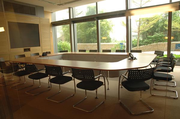 Videokonferenzraum Einrichtung